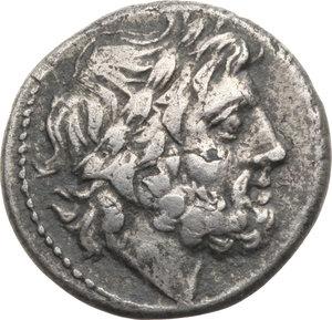 D/ ROMA REP. Periodo Anonimo (195-187 a.C.) Vittoriato.(gr.2,8). D/Testa di Giove a d. R/Vittoria incorona un trofeo. B.36. AR. BB