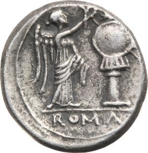 R/ ROMA REP. Periodo Anonimo (195-187 a.C.) Vittoriato.(gr.2,8). D/Testa di Giove a d. R/Vittoria incorona un trofeo. B.36. AR. BB