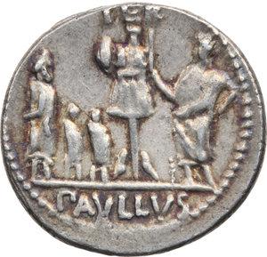 R/ ROMA REP. Aemilia. Paullus Aemilius (55 a.C.) Denario. D/Testa velata della Concordia a s. R/Il Console, dietro Perseo e i figli prigionieri. B.10/Cas.13. AR.  SPL/BB