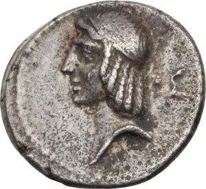 D/ ROMA REP. Calpurnia. C.Piso L.f.Frugi (64 a.C.) Denario. D/Testa di Apollo a s., a d. ●Σ. R/Cavaliere a d., in basso scritta. B.25. (D/ poroso). AR.  Raro  BB/SPL