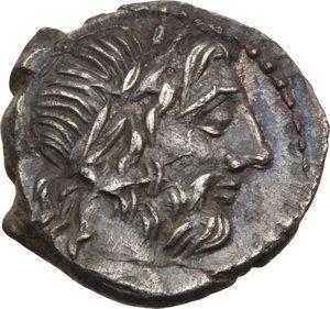 D/ ROMA REP. Cornelia. Cn.Lentulus Clodianus (88 a.C.) Quinario. D/Testa laur. di Giove a d. R/La Vittoria incorona un trofeo, es. : CN LENT. Syd.703. AR.  SPL/qSPL
