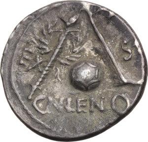 R/ ROMA REP. Cornelia. Cn.Lentulus (76-74 a.C.) Denario. D/Il Genio del Popolo romano. R/Globo tra timone e scettro. B.54./Cas.118. AR. BB
