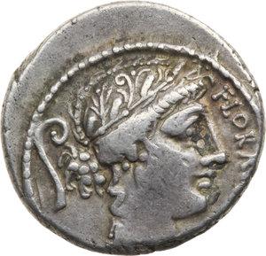 D/ ROMA REP. Servilia. C.Servilius (63-62 a.C.) Denario. D/Testa di Flora a d. dietro lituus. R/Due guerrieri affrontati presentano le spade. B.15/Cas.343. AR.  qBB
