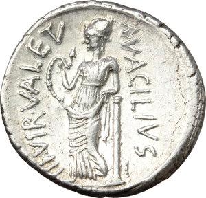 reverse: Man. Acilius Glabrio.. AR Denarius, 49 BC
