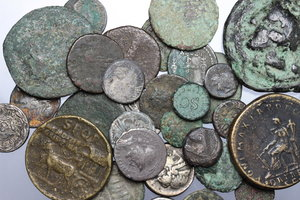 D/ Greek and Roman ancient world. Multiple lot of more than thirty (32) Greek and Roman Republican and Imperial coins, including several fourrée examples and ancient forgeries. Various types and denominations. Average Fair to Fine or slightly better.     AR/AE.      Fair:F.