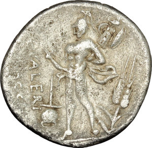 R/ L. Valerius Flaccus. AR Denarius, 108-107 BC.  D/ Bust of Victoria right, draped. R/ Mars walking left, holding spear and trophy over left shoulder; before, apex and behind, corn-ear. Cr. 306/1. B. 11. AR. g. 3.84  mm. 20.00    VF/About VF.