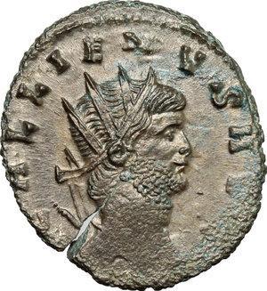 D/ Gallienus (253-268). BI Antoninianus, 260-268.  D/ Head of Gallienus right, radiate. R/ Centaur walking left; holding globe and trophy. RIC 164. BI. g. 3.26  mm. 21.00   Toned. About VF.