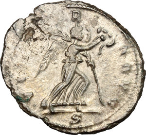 R/ Claudius II Gothicus (268-270). BI Antoninianus, 268-270.  D/ Bust of Claudius right, radiate, draped. R/ Victoria advancing right; holding wreath and palm. RIC 171. BI. g. 3.57  mm. 22.00   Toned. VF.