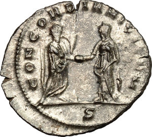 R/ Aurelian (270-275). BI Antoninianus, Mediolanum mint, 270-275.  D/ Bust of Aurelian right, radiate, cuirassed. R/ Emperor standing right; clasping hands with Concordia standing left. RIC 120. BI. g. 3.95  mm. 23.00   Toned. VF.