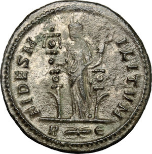 R/ Probus (276-282). AR Antoninianus, 276-282.  D/ Bust of Probus right, radiate, cuirassed. R/ Fides standing left; holding ensign in each hand. RIC - cf. 170 (other obv. legend). AR. g. 3.81  mm. 22.00   Toned. VF.