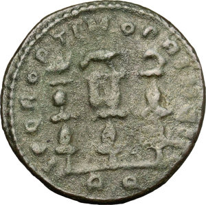 R/ Constantine I (307-337). AE follis, Rome mint, 312-313.  D/ Bust of Constantine right, laureate, draped. R/ Legionary eagle between two vexilla. RIC VI 348a. AE. g. 4.60  mm. 22.00   Green patina. About VF/Good F.