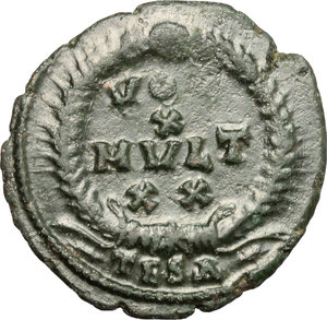 R/ Julian II (360-363). AE 21mm, Thessalonica mint, 361-363.  D/ Bust of Julian left, helmeted, diademed, cuirassed; holding spear and shield. R/ VOT/X/MULT XX within wreath. RIC 227. C. 151. AE. g. 2.98  mm. 21.00    VF.