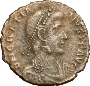 D/ Gratian (367-383). AE 18mm, 375-378.  D/ Bust of Gratian right, diademed, draped. R/ Victoria advancing left; holding wreath and palm. RIC 28B. AE. g. 2.53  mm. 18.00   Brown patina. VF.
