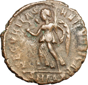 R/ Gratian (367-383). AE 18mm, 375-378.  D/ Bust of Gratian right, diademed, draped. R/ Victoria advancing left; holding wreath and palm. RIC 28B. AE. g. 2.53  mm. 18.00   Brown patina. VF.
