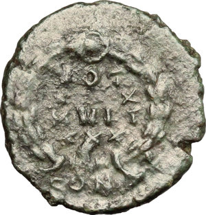 R/ Gratian (367-383). AE 14mm, Constantinople mint, 378-383.  D/ Bust of Gratian right, diademed, draped, cuirassed. R/ VOT/XX/MVLT/XXX within wreath. RIC 64A. AE. g. 1.40  mm. 14.00   Glossy dark green patina. F.