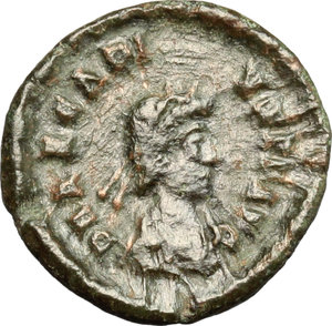 D/ Arcadius (383-408). AE 14mm, Siscia mint, 384-387.  D/ Bust of Arcadius right, diademed, draped. R/ Victoria advancing left; holding wreath and palm. RIC 39D. AE. g. 1.26  mm. 14.00    Good F.
