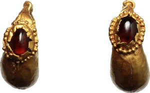 R/  Pair of gold earrings. Gold sheet with red translucent stones.  Roman period, I-II century AD. 0.76 + 0.75 g. 16 mm.