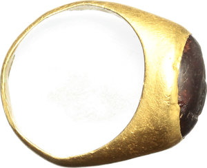 R/  Children's gold ring with glass paste. Roman period, I-II century AD. 19 mm / 13.5 mm. 2.32 g.