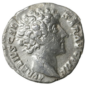 D/ Marcus Aurelius, as Caesar. 138-161 AD. AR Denarius. 2.55 gr. – 16.9 mm. Rome. 144-148 AD. O:\ AVRELIVS CAESAR AVG PII F, bare head right. R:\ COS DES II, Honos standing left, holding branch and cornucopiae. RIC III, 426 (Pius). Scarce. XF