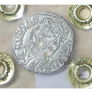 reverse: AQUILEIA. Ludovico II di Teck (1412-1420). Soldo da 12 bagattini. 0.62 gr. – 17.3 mm. D:\ Arme del Patriarca. R:\ La Vergine con il Bambino Biaggi 193. SPL