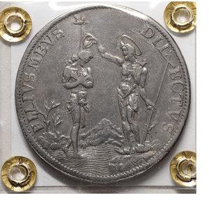 reverse: GRANDUCATO DI TOSCANA. Cosimo III de' Medici Piastra (Battesimo di Gesù). 1° Serie 1677. D:\ COSMVS • III • D • G • MAG • DVX • ETRVRIAE • VI; Busto a destra corazzato,con lunga capigliatura e a testa nuda, sotto il busto 1677. R:\ FILIVS MEVS DILECTVS S.Giovanni a destra che battezza Gesú Cristo nelle acque del Giordano: in alto lo Spirito Santo; nel fondo alcune piante e un monte. Gesú Cristo ha il capo radiato, S.Giovanni, nimbato. CNI 36/40; GAL. VII, 5/9 ; DI G. 116 ; PUCCI 24 ; MIR 326/4. Qspl. Patina scura