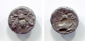 obverse: Ionia, EPHESOS. (390-380 a.C.). AR (9mm – 0,85gr.). D.\: Bee, E-Φ flanking. R.\: Forepart of stag right. SNG Copenhagen 241. qBB. R.