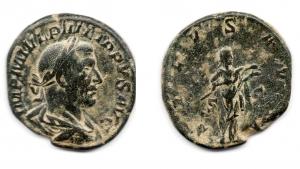 obverse: FILIPPO I (244-249). AE Sestertius (17,15 gr. - 30,5 mm.). R.\: SALVS AVG. qBB.
