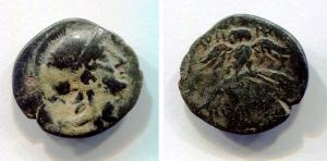 obverse: Mysia, Pergamon (2° sec. a.C.). AE (17.3 mm. - 2,99 gr.). D.\: Testa elmata di Athena a destra; R.\: AONHAE NIKHOOPOY. Civetta frontale su palma con ali spiegate. SNG Cop. 388. MB. R1.