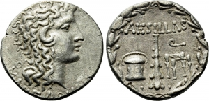 obverse: MACEDON AS ROMAN PROVINCE. Aesillas (Quaestor, circa 93-87 BC). AR Tetradrachm (13,78 gr. – 27 mm.). Tessalonica. D.\: MAKEΔONΩN - Head of the deified Alexander the Great right, with horn of Ammon; Θ to left. Rev: AESILLAS. R.\: Fiscus (money chest), club and sella curulis; Q to upper right; all within wreath. SNG Cop 1330. BB. NC.