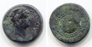 obverse: Adriano (117-138). Koinon of Macedon. AE Bronzo (6,23gr – 22mm). D.\: KAIΣAP AΔPIANOC, laureate, draped, and cuirassed bust right; R.\: ΣEBAΣTOΣ MAKEΔONΩN, Macedonian shield. RPC 635. MB. R1