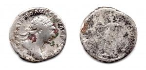 obverse: TRAIANO (98-117), Roma. Ar Denarius (3,60 gr.). R.\: COS V, Virtus. MB.