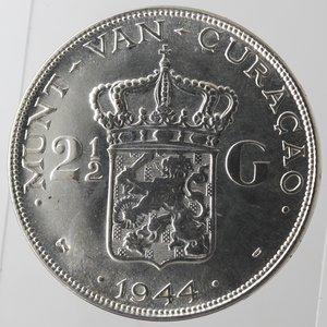 reverse: Monete Estere. Curacao (Antille Olandesi). 2,5 Gulden 1944 D. Zecca di Denver. Ag 720. Km. 46. Peso 25,04 gr. qFDC. Graffietti.