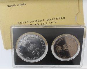 obverse: Monete Estere. India. Repubblica. Coin Set 1974. 50 Rupie. Ag. 10 rupie Ae-Ni. FDC. In confezione.