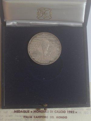 obverse: Medaglie. Repubblica italiana. Mondiali di calcio 1982. Ag. Peso gr. 18. Confezione e certificato della zecca. FDC.