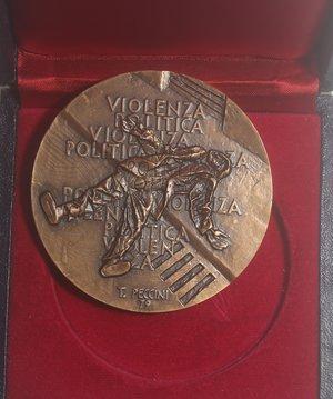 reverse: Medaglie. Associazione Italiana della Medaglia. Medaglia 1978. Br. Opus Peccini. Diametro mm. 70. FDC.