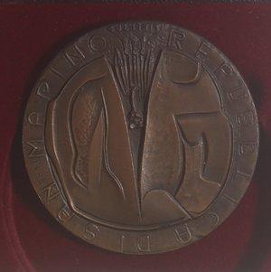 reverse: Medaglie. San Marino.Medaglia 1972. Ae. Centenario della morte di  Giuseppe Mazzini.Opus M. Molteni. Diametro 50 mm. FDC.In Cofanetto. NC.