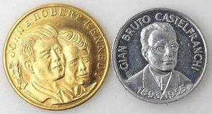 obverse: Medaglie. Lotto di due gettoni. Gian Bruto Castelfranchi. Al. John e Robert Kennedy. Metallo dorato. FDC.