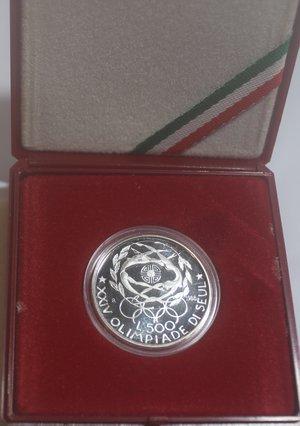 obverse: Repubblica Italiana. 500 Lire. XXIV° Olimpiade di Seul 1988. Ag. Gig. 434P. FDC Proof. In confezionedella zecca. NC.