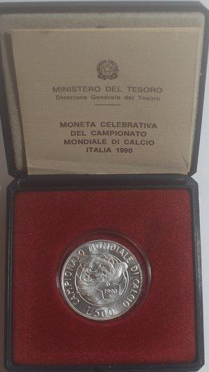 obverse: Repubblica Italiana. 500 Lire. Mondiali di Calcio Italia 1990.Ag. Gig. 441. FDC. In confezionedella zecca.