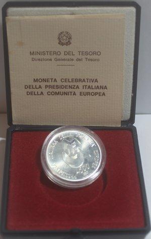 obverse: Repubblica Italiana. 500 Lire. Presidenza Italiana della Comunità Europea 1990. Ag. Gig. 443. FDC. In confezionedella zecca.