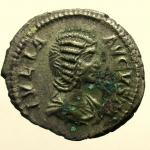 D/ Impero Romano Giulia Domna 193-211 d.C. denario : D\ IVLIA AVGVSTA Busto verso destra R\ VENVS VICTRIX Ric 581 Peso 3,1 gr Diametro 20 mm Conservazione BB+