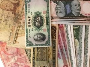D/ Cartamoneta.Banconote Mondiali,lotto di 37 pezzi tra cui Cina ,Brasile, Venezuela,Nigeria,Argentina ecc.ecc..Discrete Conservazioni.gf