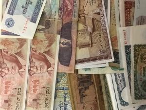 D/ Cartamoneta.Banconote Mondiali,lotto di 49 pezzi tracui Bulgaria, Israele,Tunisia,Egitto ecc..ecc..Conservazioni Discrete.gf