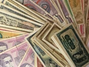 D/ Cartamoneta.Banconote mondiali.Jugoslavia .Lotto di 65 banconote,conservazioni discrete.gf