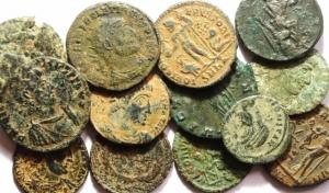 D/ Lotti.Impero Romano.Lotto di 13 Bronzetti del III e IV Secolo,mediamente qBB.w