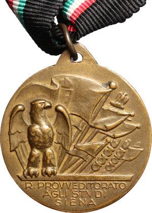 R/ Benito Mussolini (1883-1945). Medaglia provveditorato agli studi di Siena.     AE.   mm. 30.00    SPL.