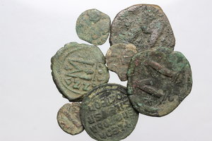 D/ Byzantine Empire. Multiple lot of seven (7) unclassified AE coins.     AE.      Fair:F.