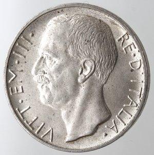 D/ Casa Savoia. Vittorio Emanuele III. 1900-1943. 10 lire 1927 Biga una rosetta. Ag. Gig. 56. FDC. NC.