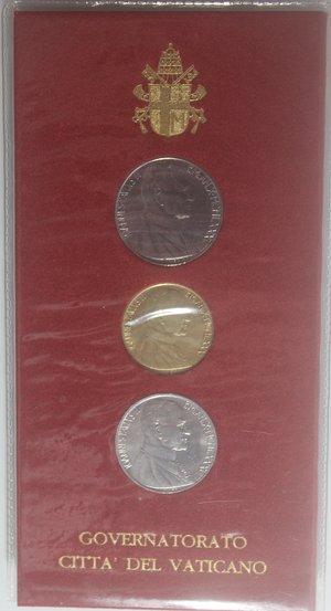 obverse: Vaticano. Giovanni Paolo II. 1978-2005. Confezione con tre monete da 200, 50 e 10 lire 1988.
