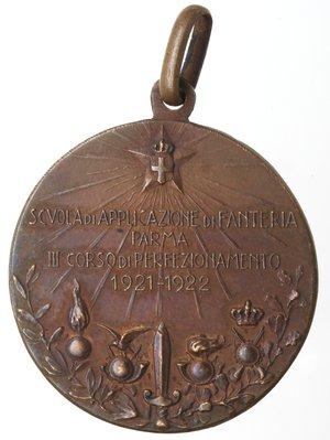 R/ Medaglie. Vittorio Emanuele III. 1900-1943. Scuola di Applicazione di Fanteria Parma. III Corso di perfezionamento 1921-1922. Ae. Diametro mm. 26. SPL.